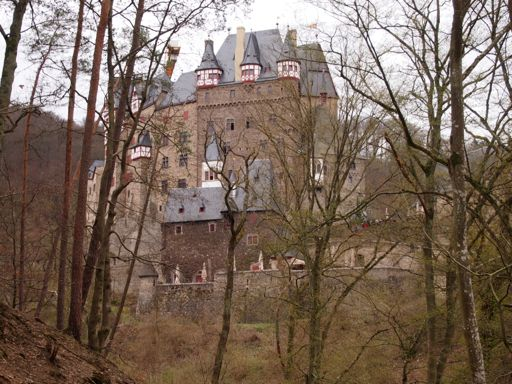 Approach to Burg Eltz