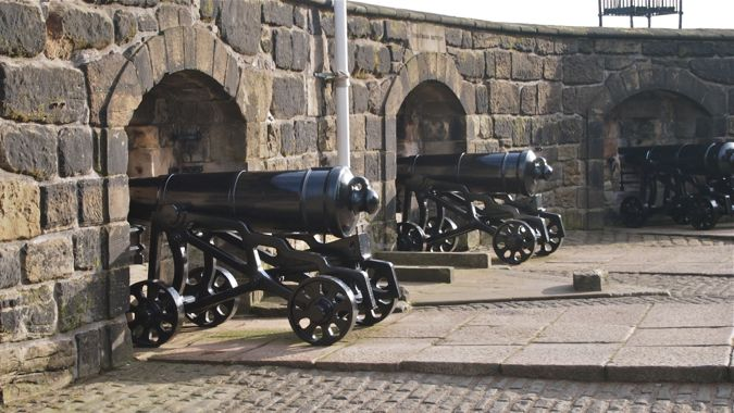 Cannons guard Edinburgh Castle