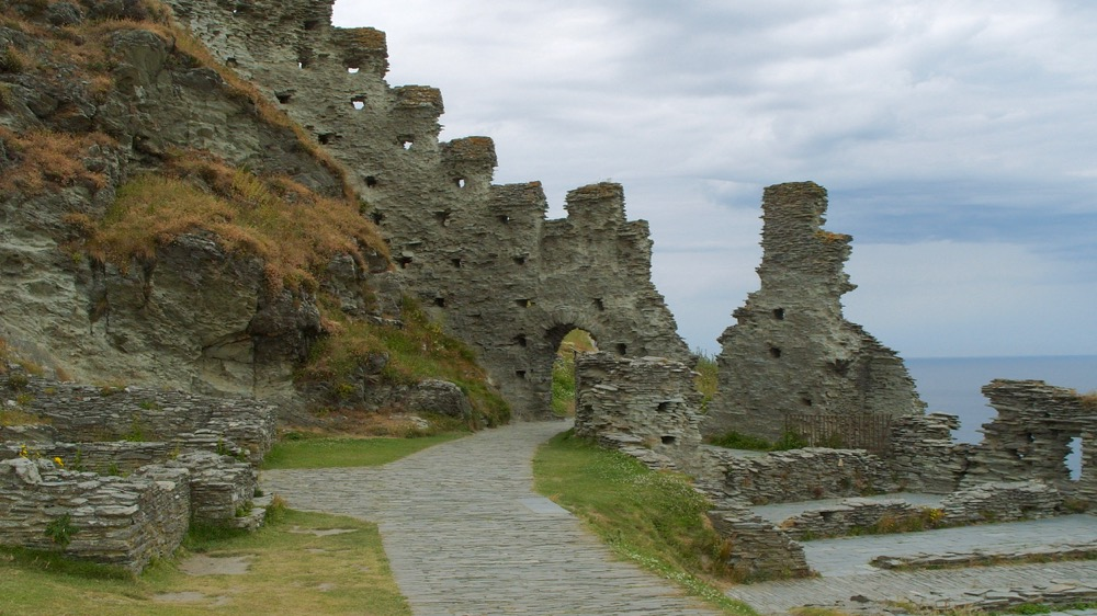 The ruined arch, Tintagel Castle